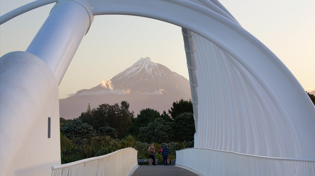 New Plymouth featuring mountains and a bridge