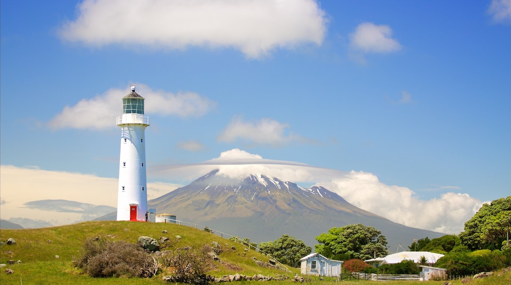 New Plymouth showing mountains and a lighthouse
