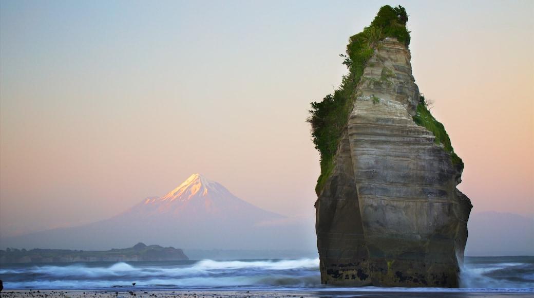 Tongaporutu showing a sunset, waves and rocky coastline