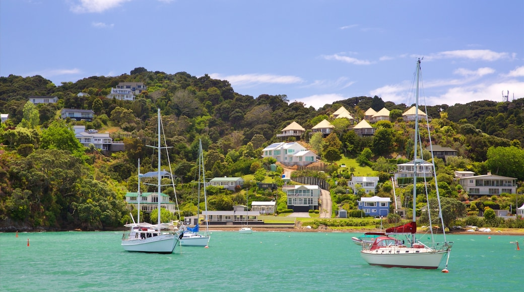 Russell showing a coastal town, sailing and a bay or harbour