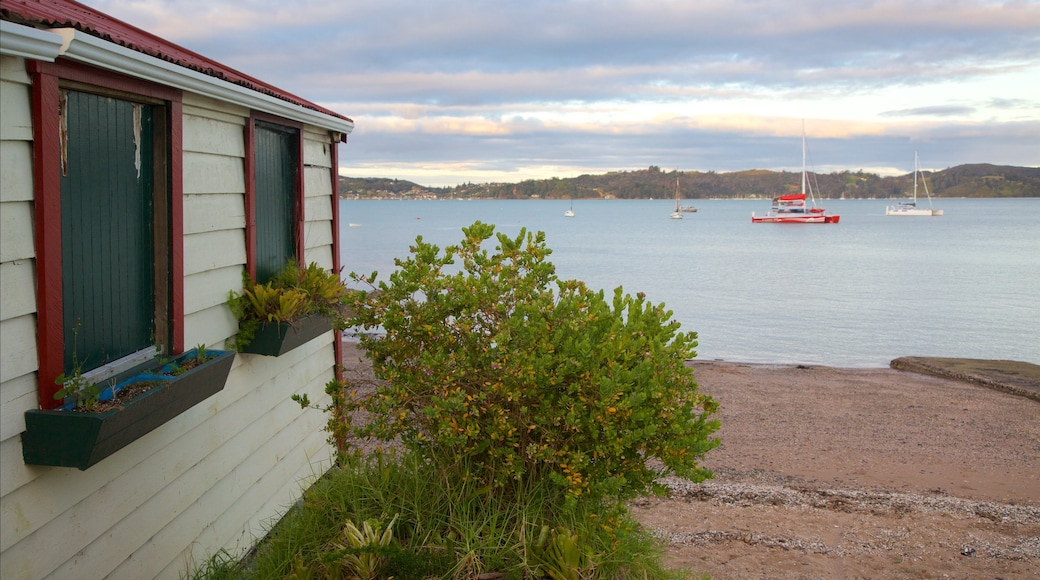 Paihia Beach which includes a pebble beach and a bay or harbour
