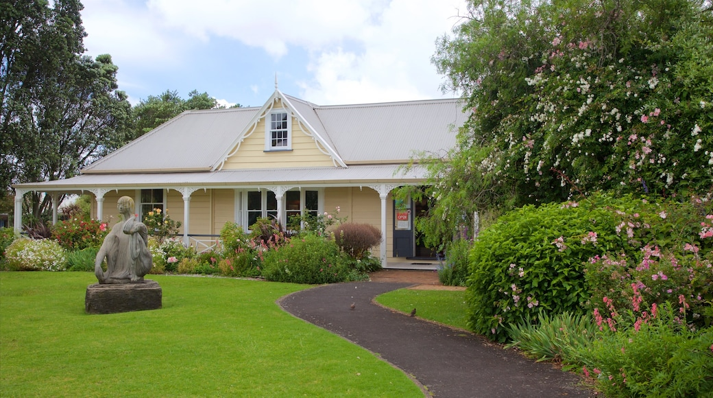 Whangarei featuring a garden, heritage architecture and a house