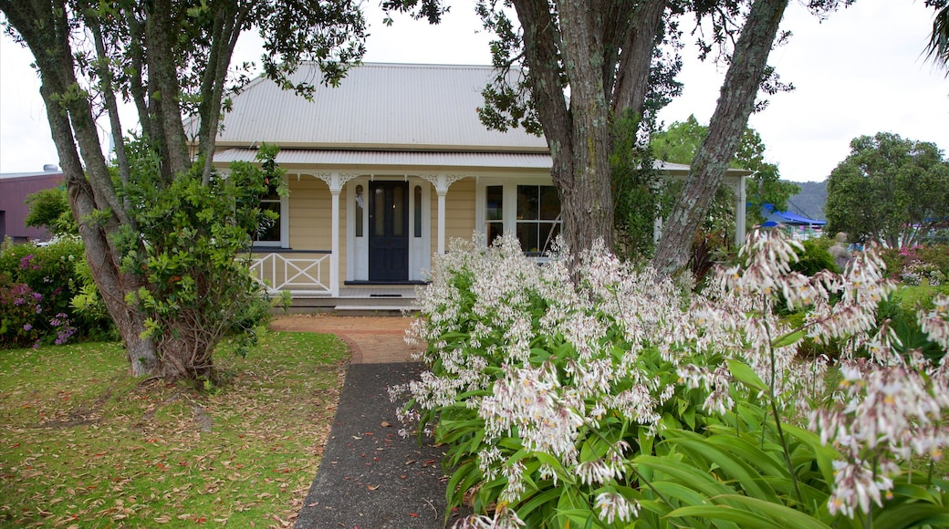 Whangarei showing a house, a park and heritage architecture