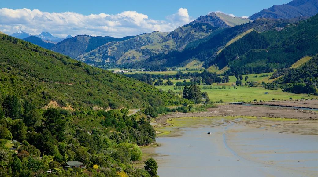 Marlborough qui includes forêts, baie ou port et scènes tranquilles