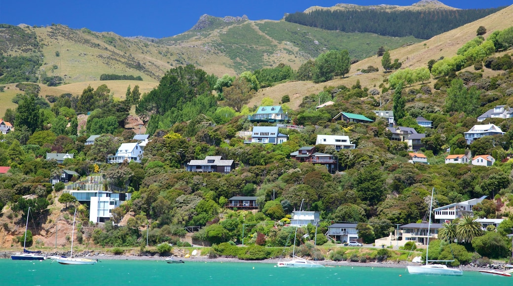 Akaroa which includes a coastal town and general coastal views
