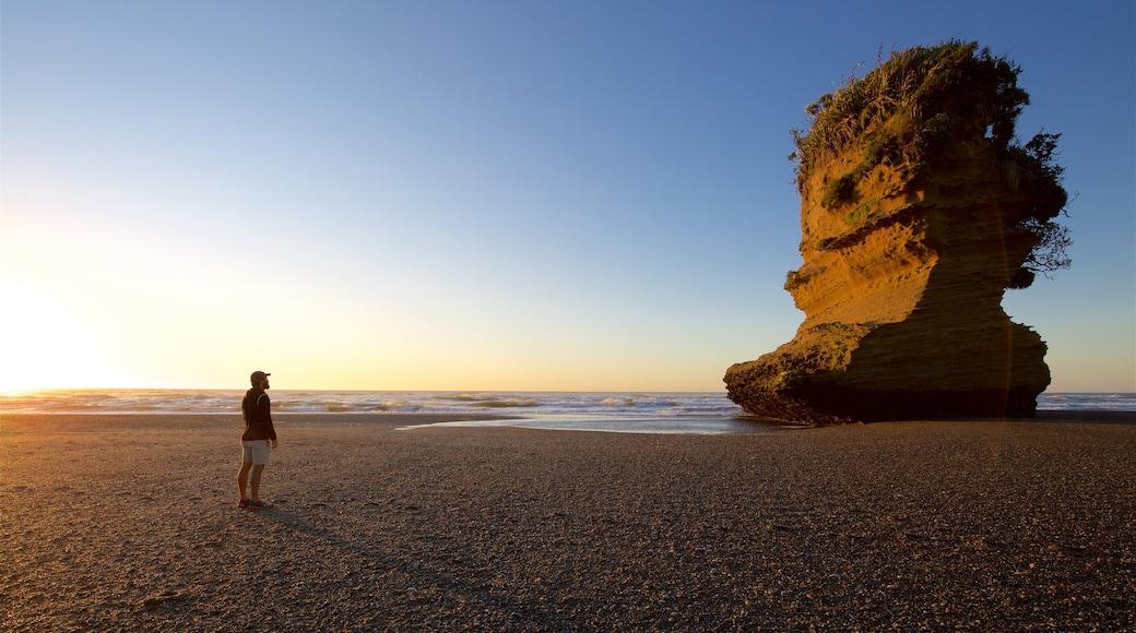 Punakaiki showing general coastal views and a sunset