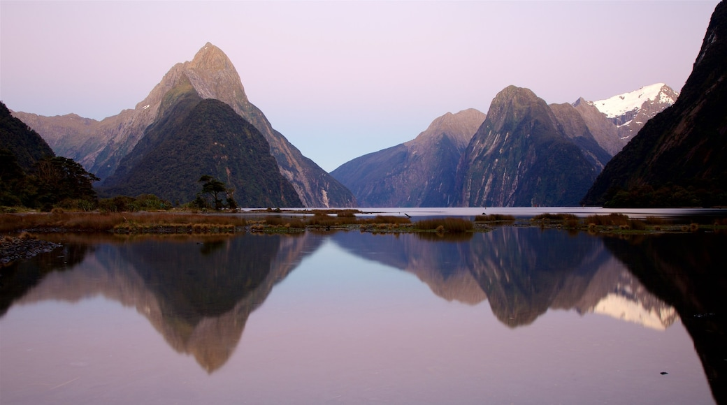 Mitre Peak showing a sunset, mountains and a bay or harbour