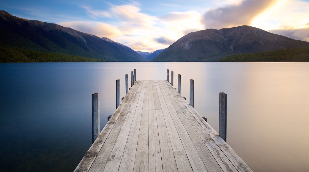 Nelson Lakes National Park which includes a bay or harbour, a sunset and mountains