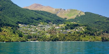 Sunshine Bay showing forest scenes, mountains and a small town or village