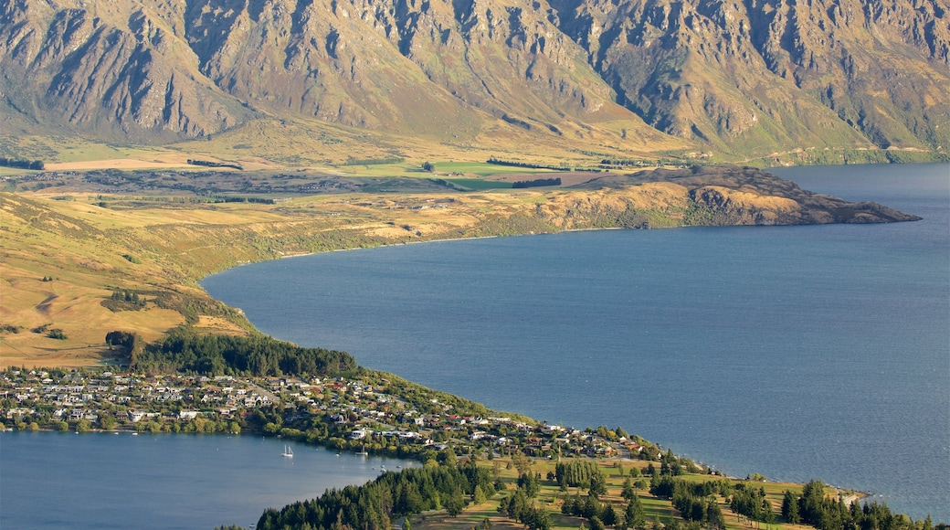 Kelvin Heights which includes mountains, a small town or village and a lake or waterhole