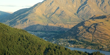 Frankton showing a small town or village, forests and mountains