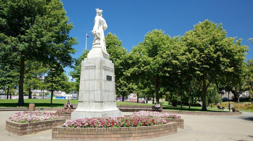 Victoria Square que incluye jardín y un monumento