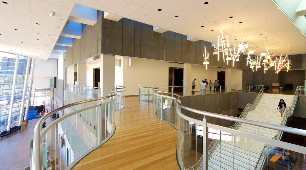 Christchurch Art Gallery que incluye vista interna