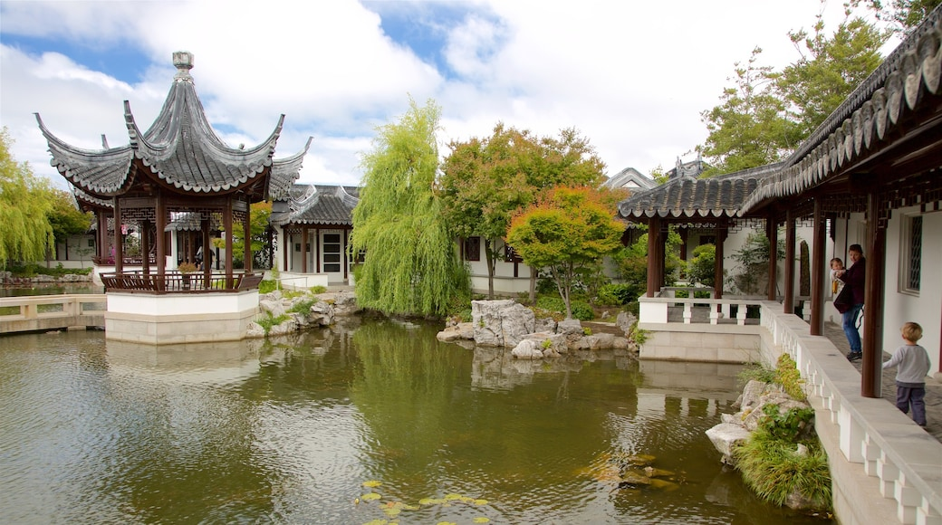 Dunedin featuring heritage elements, a garden and a pond