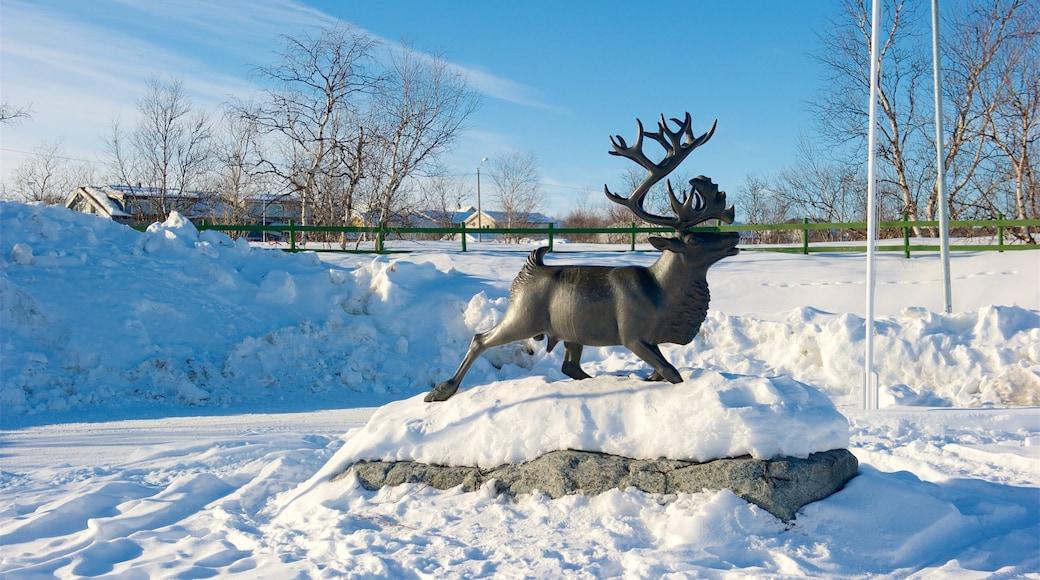 Kautokeino som viser statue eller skulptur og snø