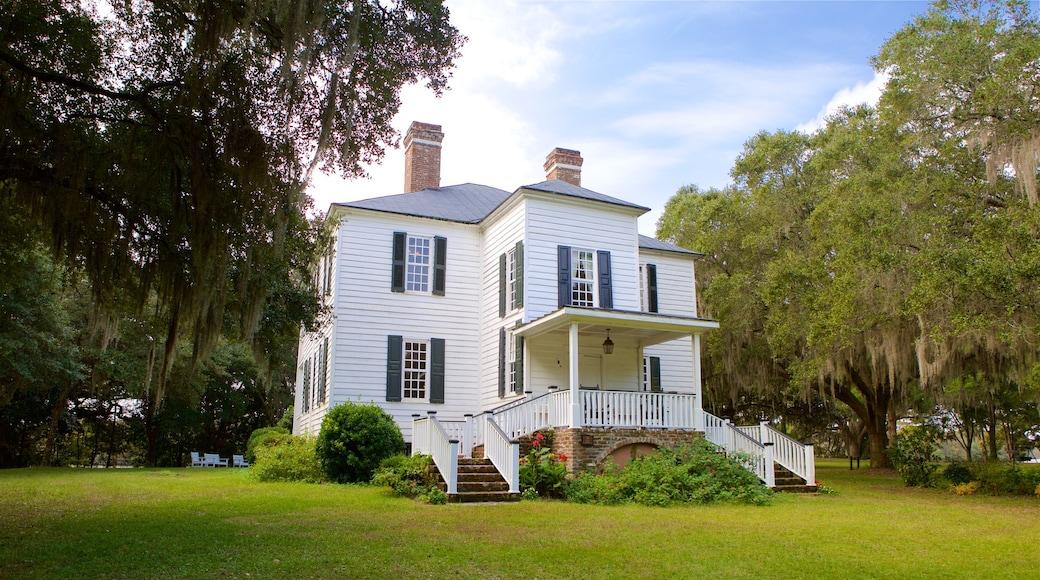 Hopsewee Plantation que inclui um parque e uma casa