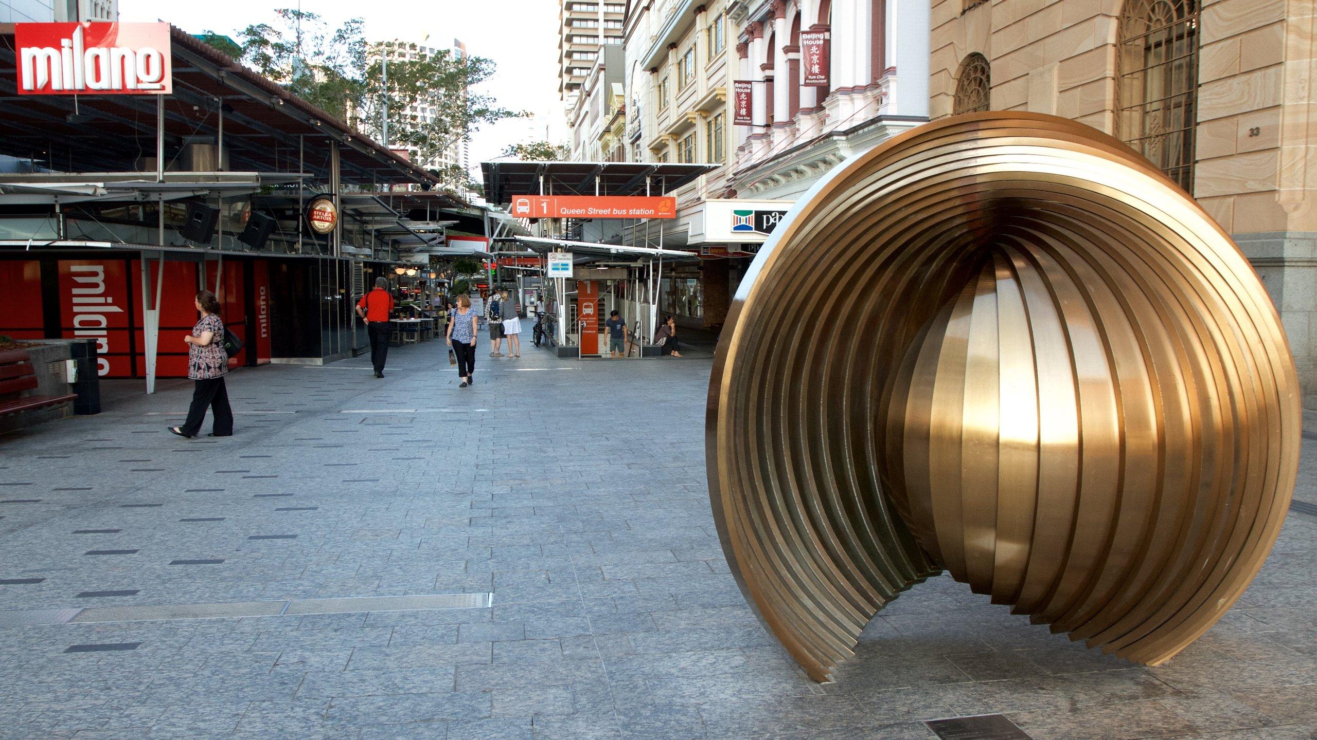 Vill du köpa böcker eller det senaste modet, äta på en restaurang eller i en bar och se på gatuartisterna ska du bege dig till Brisbanes centrala shoppingdistrikt.