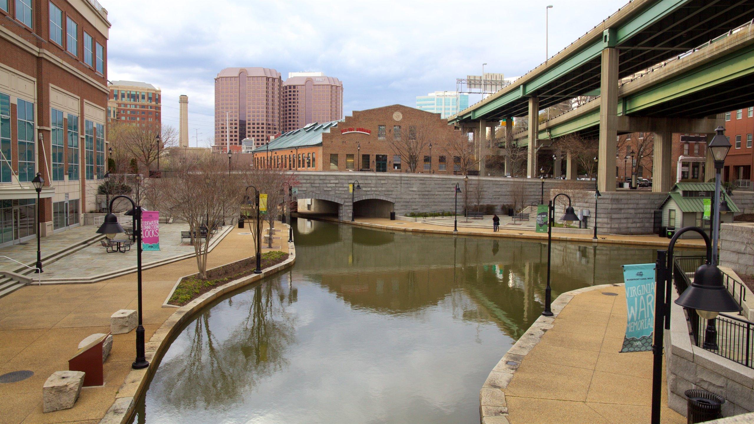 Richmond joka esittää silta, joki tai puro ja kaupunki