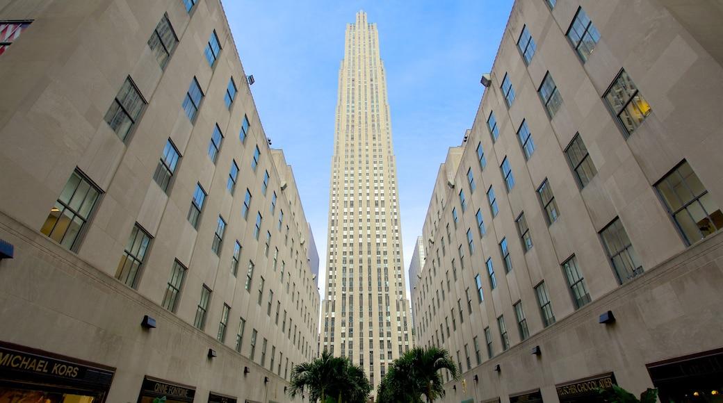 Rockefeller Center som inkluderer blokk, historisk arkitektur og by