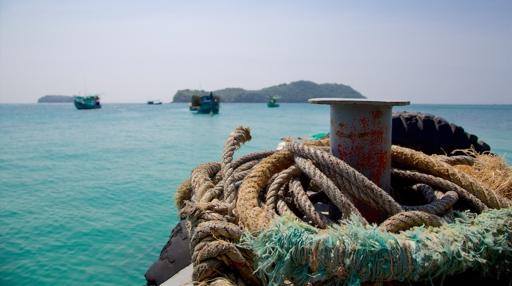 Phu Quoc showing a marina and island images