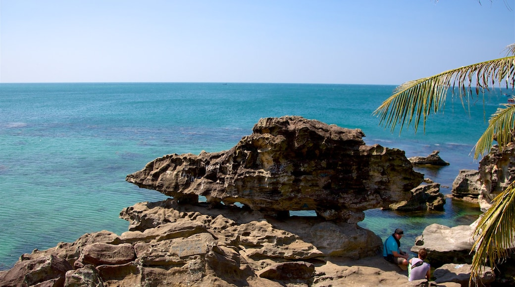 富國島 其中包括 綜覽海岸風景 和 崎嶇的海岸線