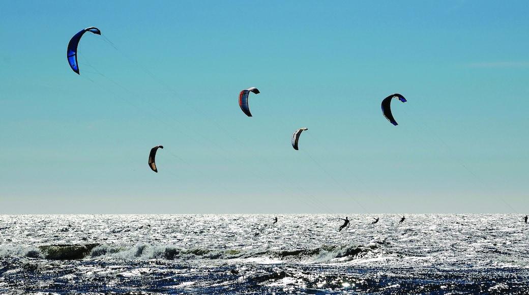Zandvoort bevat kitesurfen en algemene kustgezichten