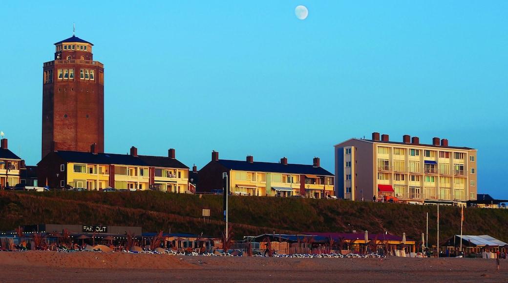 Zandvoort inclusief een kuststadje en een strand