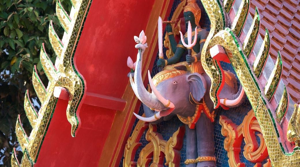 Big Buddha Beach Pier toont een tempel of gebedshuis