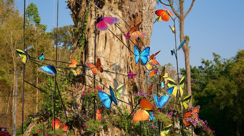 詩麗吉王后植物園 设有 公園 和 戶外藝術