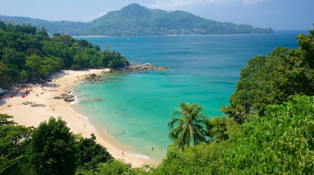布吉 呈现出 多岩石的海岸線, 海灣或海港 和 沙灘