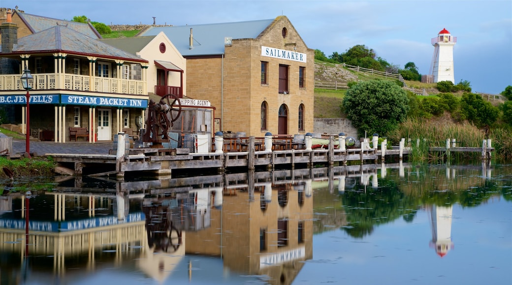 Flagstaff Hill Maritime Village showing a lighthouse, signage and a bay or harbour
