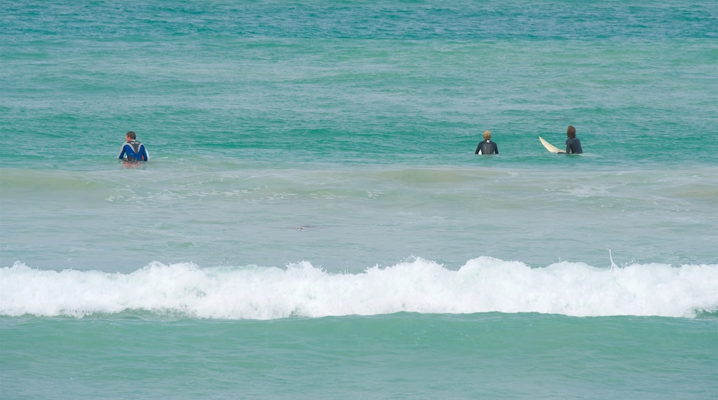 Warrnambool Beach showing waves and surfing