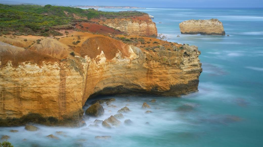 Bay of Islands Coastal Park which includes rocky coastline