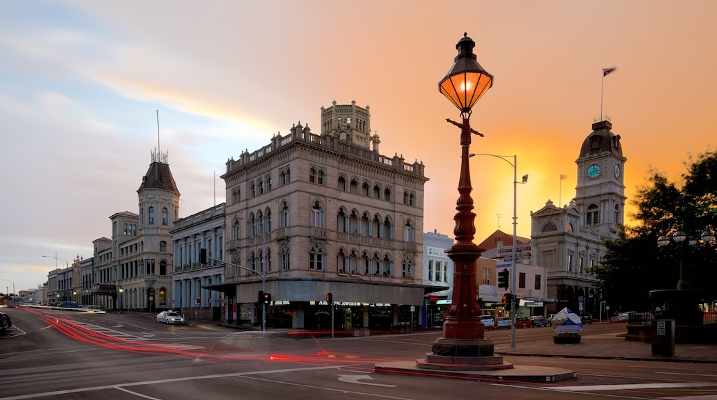 Ballarat showing a sunset and street scenes