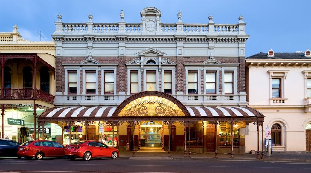 Ballarat which includes street scenes