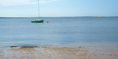 Cowes which includes a sandy beach and boating