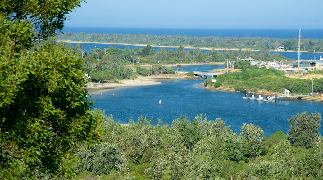Lakes Entrance Lookout which includes a bay or harbour