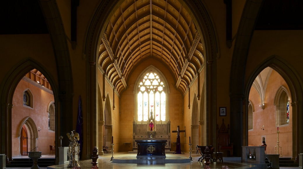 Ballarat featuring interior views, heritage architecture and a church or cathedral