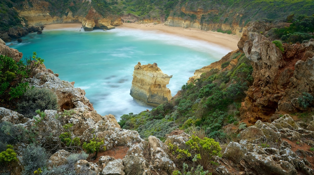 Warrnambool which includes a beach, rocky coastline and a bay or harbour