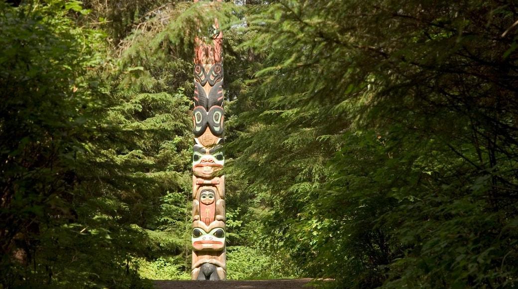 Sitka welches beinhaltet Wälder und Outdoor-Kunst