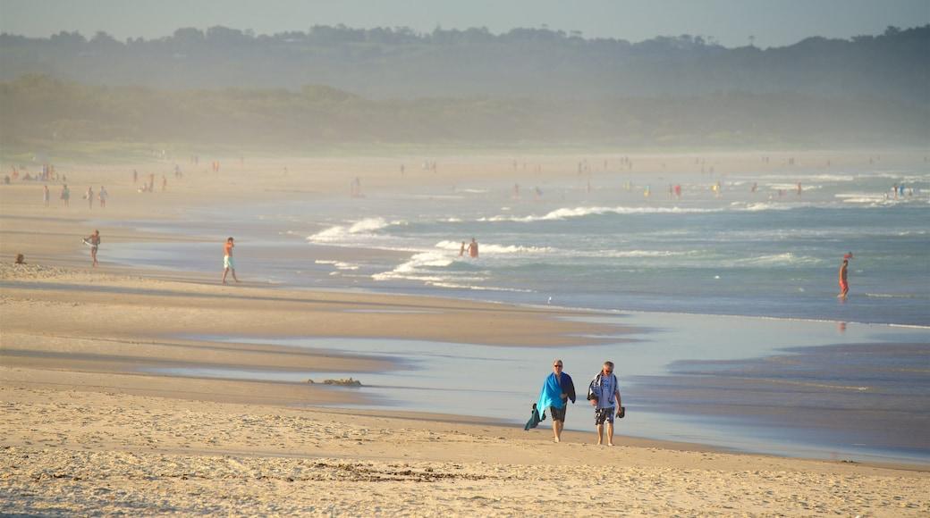 Lennox Head que incluye una playa de arena