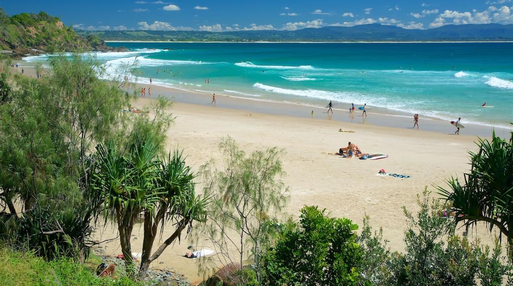 Wategos Beach which includes a sandy beach