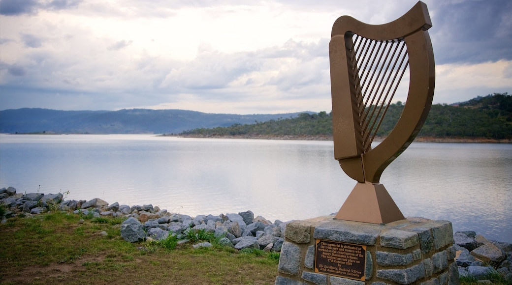 Jindabyne featuring a monument