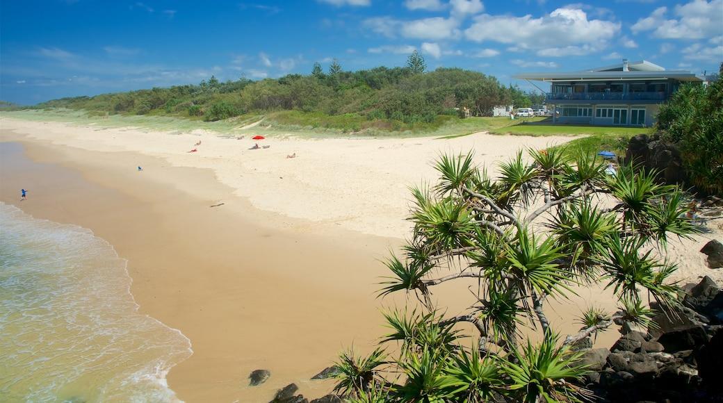 Ballina showing a beach