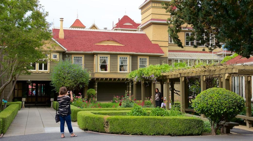 Winchester Mystery House aussi bien que femme