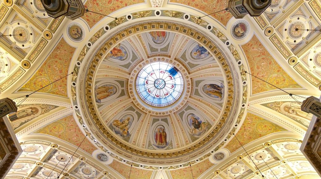 St. Joseph Cathedral Basilica inclusief interieur en een kerk of kathedraal