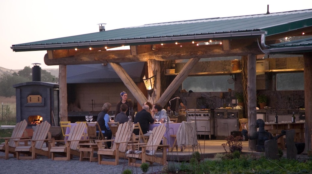 Walla Walla showing outdoor eating