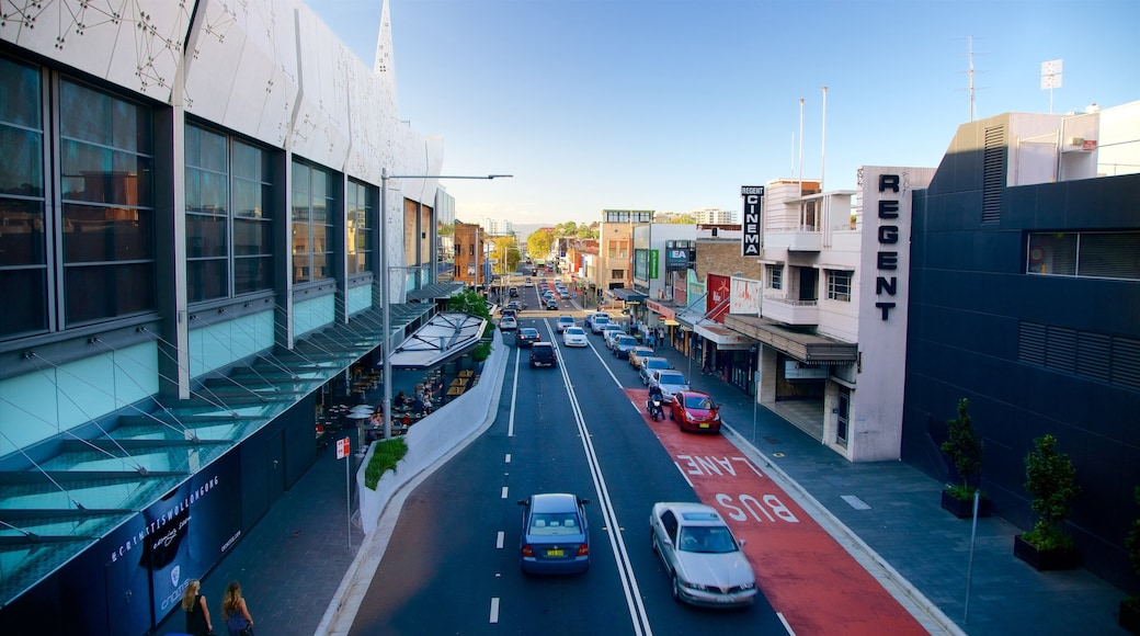 Crown Street Mall showing a city