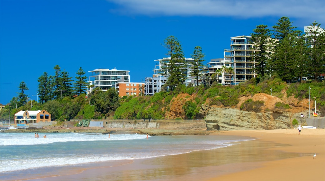 Wollongong North Beach which includes a sandy beach, a city and a hotel