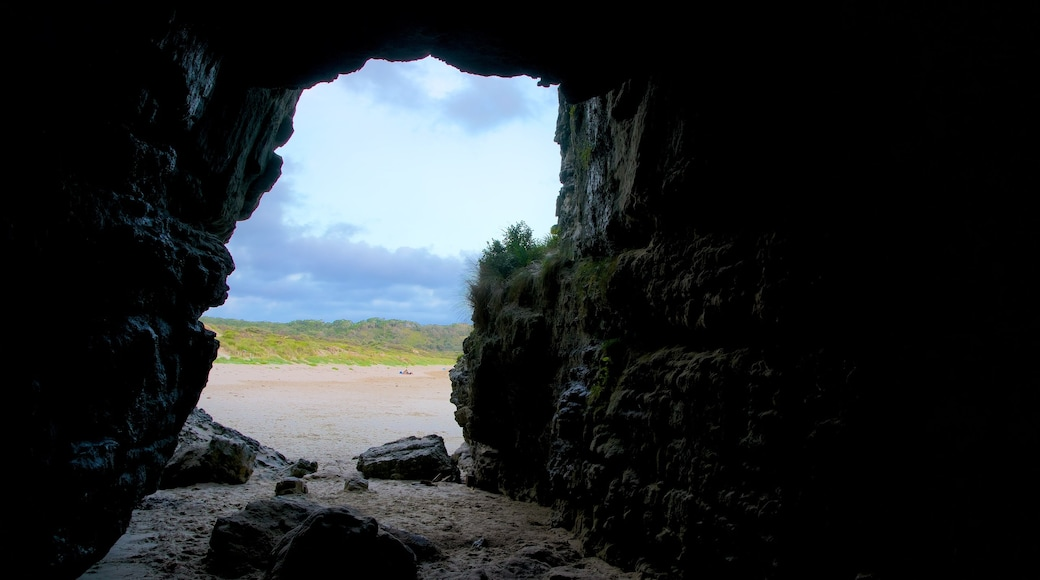 Sanctuary Point showing interior views, a sandy beach and caves